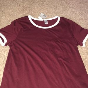 maroon H&M t shirt